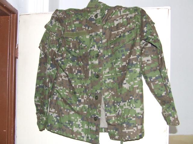 3bb68a0e8 Predám maskáče vojenské oblečenie