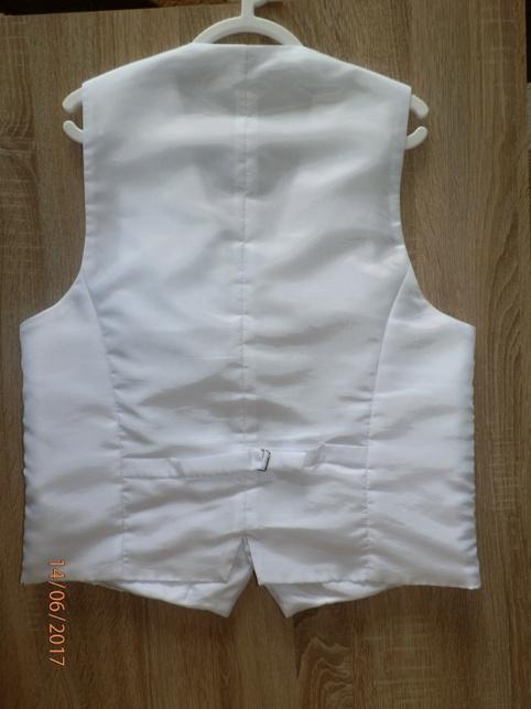 e716641f4443 Popis. Predám svadobnú snehovo bielu vestu s kravatou.